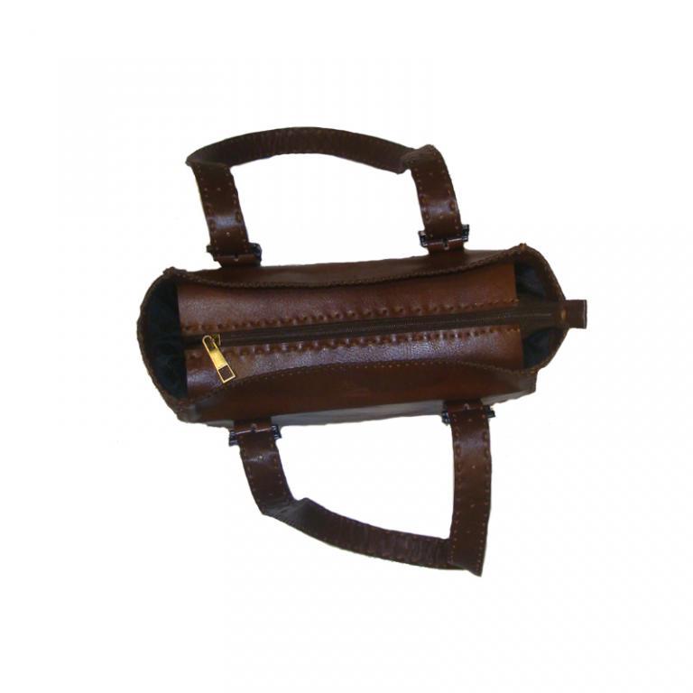 کیف صندوقی زنانه چرم گاوی دست دوز رنگ عسلی تیره